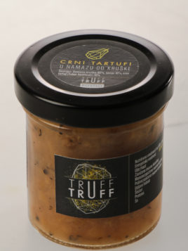 Black truffles in extra pear condiment